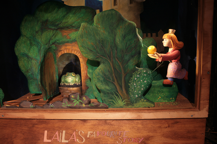 Laila's 'Frog Prince' automata at Little Angel Theatre. Additional painting by Lyndie Wright and Marta Strass. https://youtu.be/lVpTG2m-zZ0